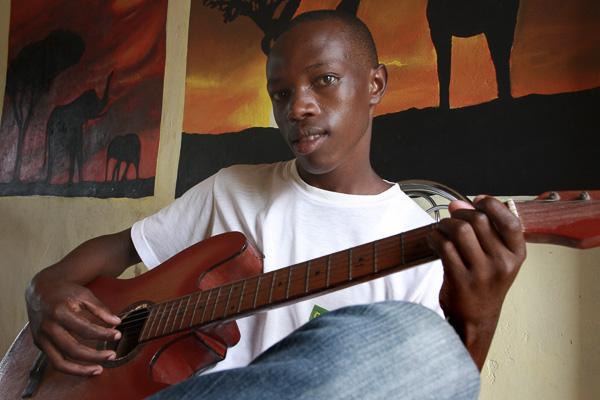 Portrait by Hamis Ndikumukiza
